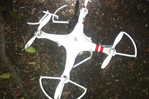 Small drone crashes at White House - Photo