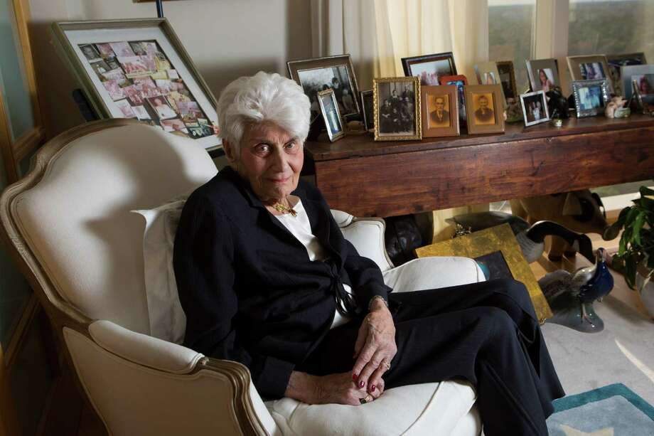 Naomi Warren, an Auschwitz survivor, lost her first husband and her mother when separated by the Nazis. Photo: Marie D. De Jesus, Staff / © 2015 Houston Chronicle
