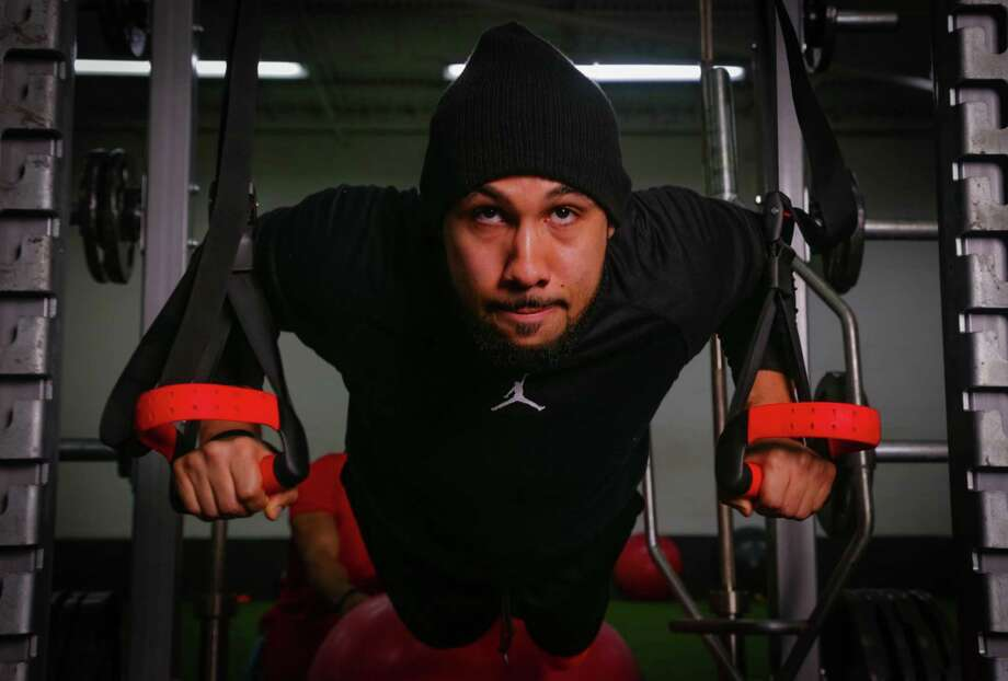 Can you do this? Fitness expert and owner of Nine Innovations gym Abdul Foster's workout isn't for the weak. Photo: Billy Smith II, Chronicle / © 2015 Houston Chronicle