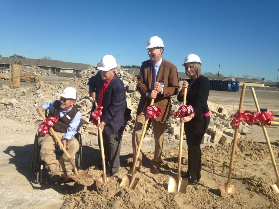 Texas City Mayor Matthew Doyle, Jimmy Hayley, Scott McClelland and Julee Meade, Unit Director for the new H-E-B. Photo: H-E-B