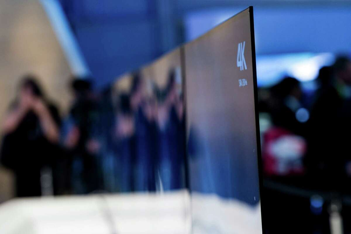 A Sony Corp. 4K ultra thin television sits on display during the 2015 Consumer Electronics Show (CES) in Las Vegas, Nevada, U.S., on Tuesday, Jan. 6, 2015. All of Sony?'s Web-connected TVs will run this year on Google Inc.?'s Android platform with Sony planning models from 43 inches to 75 inches (1.9 meters). Photographer: David Paul Morris/Bloomberg