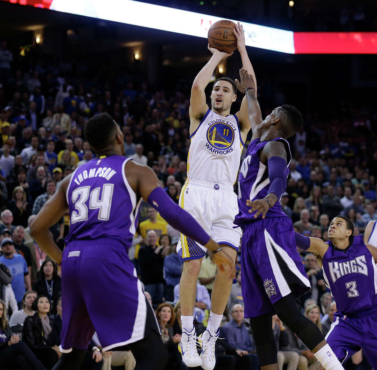 Klay Thompson shoots over the Kings' Jason Thompson (34) and Ray McCallum during his record-setting third quarter.