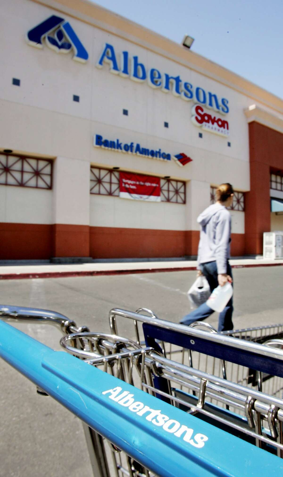 An Albertson's shopper leaves a Albertson's supermarket in Mountain View, Calif., Tuesday, May 30, 2006. (Address is 2535 California Street which is on the list of stores closing) Albertson's Inc., the nation's second-largest traditional supermarket chain behind Kroger Co., said Tuesday, its fiscal first-quarter earnings rose 67 percent, helped by a one-time gain for pension curtailments. (AP Photo/Paul Sakuma) Ran on: 06-08-2006 A shopper leaves an Albertsons store in Mountain View, one of 37 Northern California outlets scheduled to be closed by the chain's new owners between now and early August.