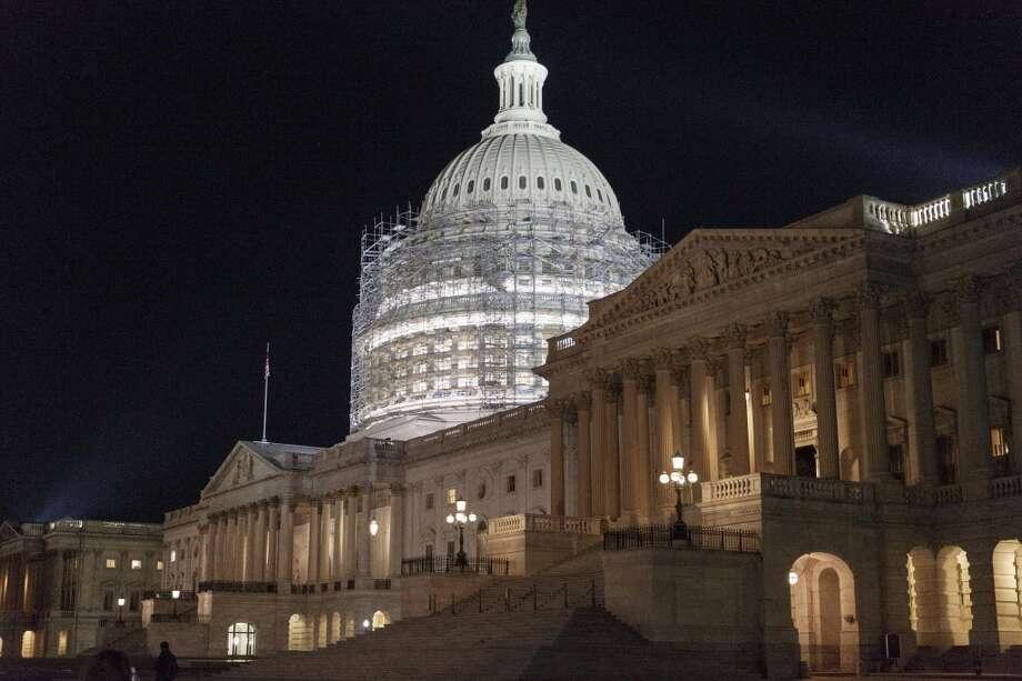 En el Congreso de EE.UU., dominado por los republicanos, están surgiendo acciones que buscan intentar detener las medidas de inmigración anunciadas en noviembre por el presidente Barack Obama. Estas se aúnan a una demanda presentada por 26 estados del país. Photo: J. Scott Applewhite, AP