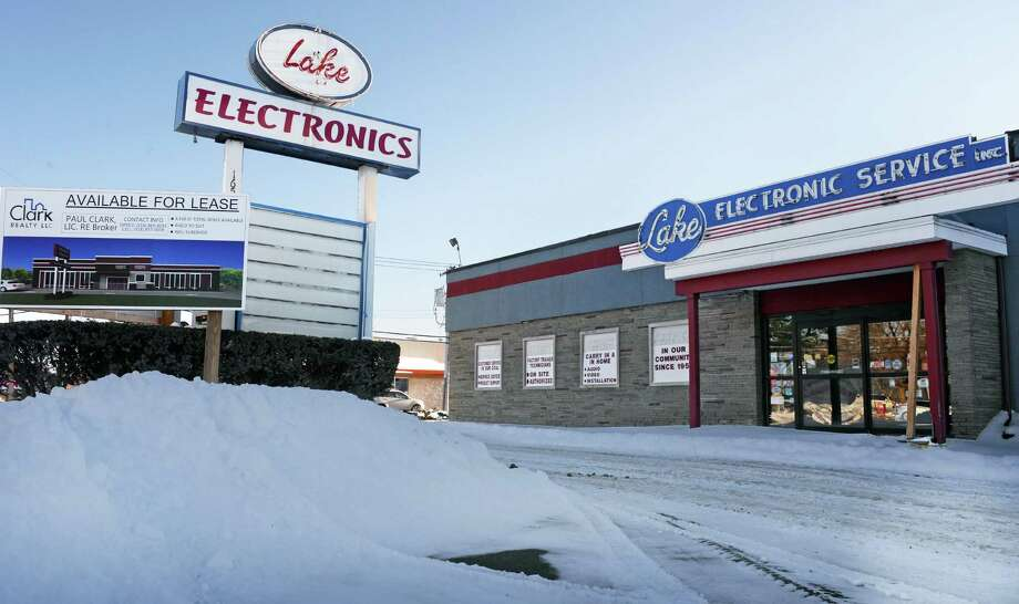 The former Lake Electronics store at 1652 Central Avenue Wednesday Jan. 28, 2015, in Colonie, NY.  (John Carl D'Annibale / Times Union) Photo: John Carl D'Annibale / 00030378A