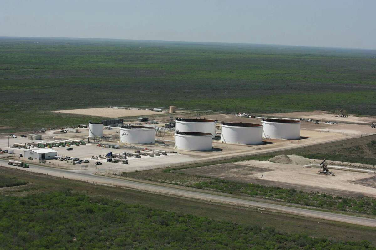 NuStar Energy said higher usage of its storage facilities helped achieve a rise in net income in the third quarter. Storage at its South Texas Crude Oil Pipeline in McMullen County is shown.