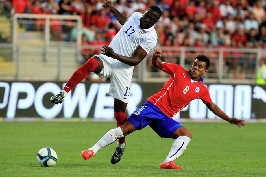 Forward Jozy Altidore, left, who scored the second goal for the U.S. in a 3-2 loss, tries to sidestep Chile's Gonzalo Espinoza. Photo: Luis Hidalgo, STR / AP