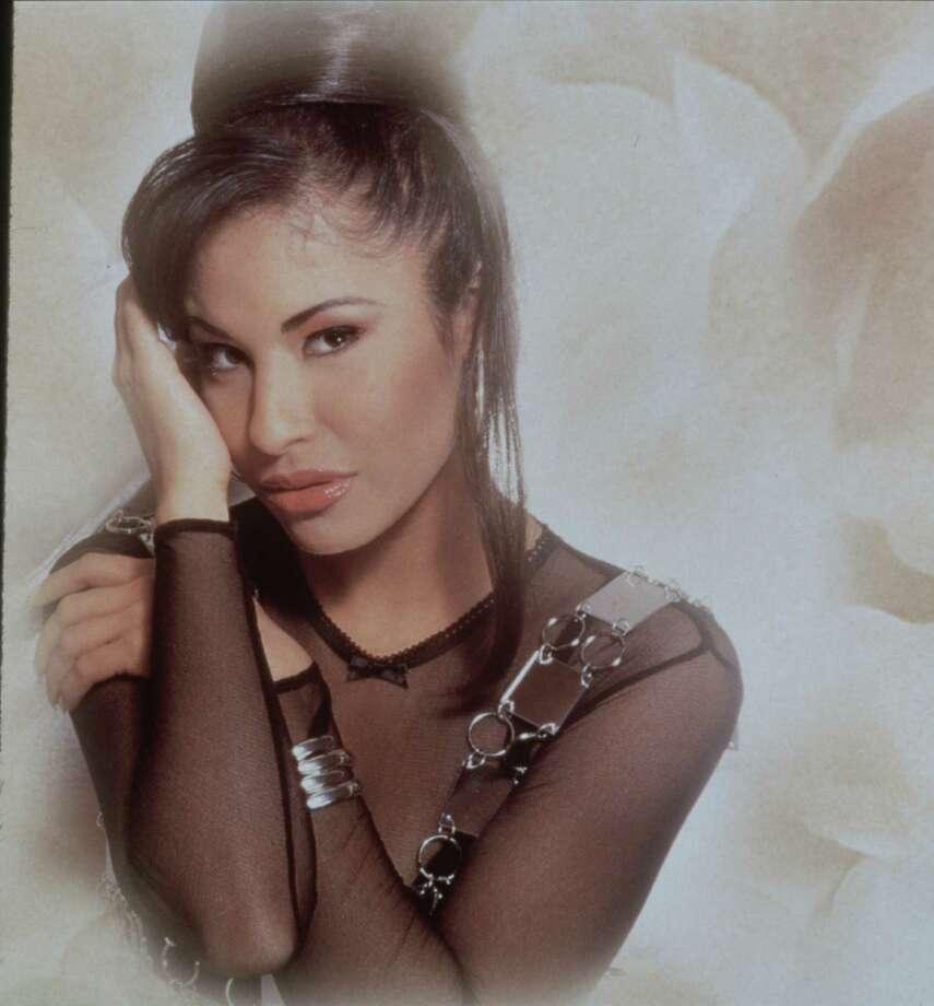 tejano singer Selena Quintanilla Perez.  Selena.       HOUCHRON CAPTION (06/04/04):  TRIBUTO A UNA TEJANA:  Univision tiene programado un homenaje especial en el decimo aniversario de la muerte de Selena, la estrella tejana, organizado pur su familia y que promete  reunir a varios artistas del pop. / handout slide