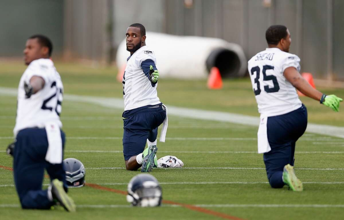 TEMPE, AZ - JANUARY 28: Strong safety Kam Chancellor (C) of the Seattle Seahawks stretches during a practice at Arizona State University on January 28, 2015 in Tempe, Arizona. (Photo by Christian Petersen/Getty Images)