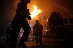 S.F. fire crews battle raging Mission District blaze - Photo