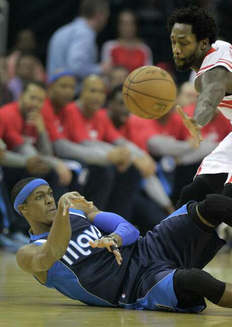 Rockets Patrick Beverley reaches for the ball as Mavericks Rajon Rondo passes from down on floor during the first half of NBA game at Toyota Center Wednesday, Jan. 28, 2015, in Houston.   ( Melissa Phillip / Houston Chronicle ) Photo: Melissa Phillip, Staff / © 2014  Houston Chronicle