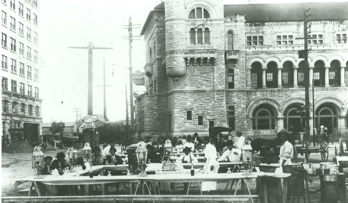 Chili stands on northwest corner of Alamo Plaza in the early 1900s.