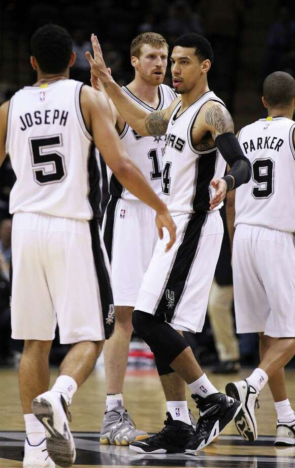 Spurs' Danny Green (14) gets congratulated by teammates Cory Joseph (05) and Matt Bonner (15) after hitting a big three-pointer against the Charlotte Hornets at the AT&T Center on Wednesday, Jan. 28, 2015. Spurs defeat the Hornets, 95-86. (Kin Man Hui/San Antonio Express-News) Photo: Kin Man Hui, Staff / San Antonio Express-News / ©2015 San Antonio Express-News