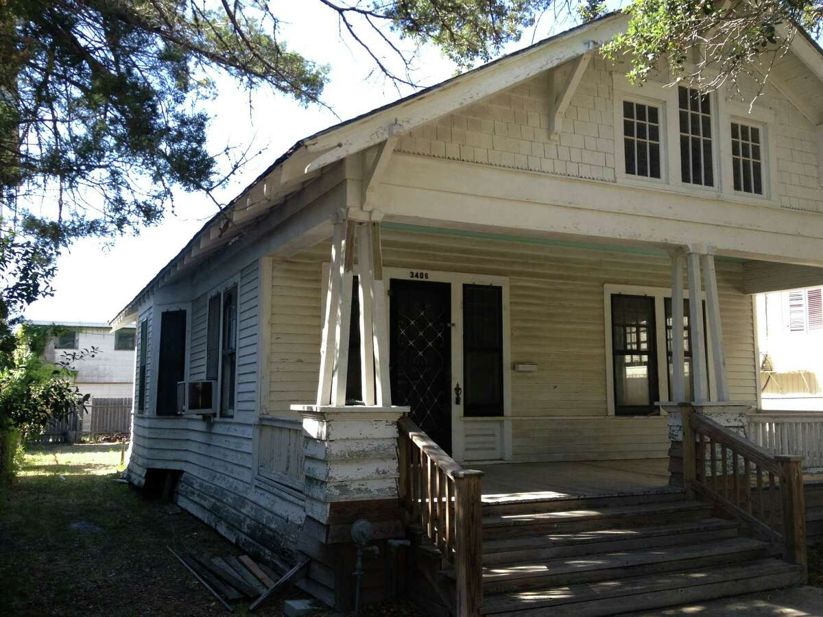 The house was in rough shape, but the couple wanted to restore it to its original appearance. Jhonny Langer, a Galveston conservationist and restorer, peeled back the layers of white paint to find the original exterior colors.