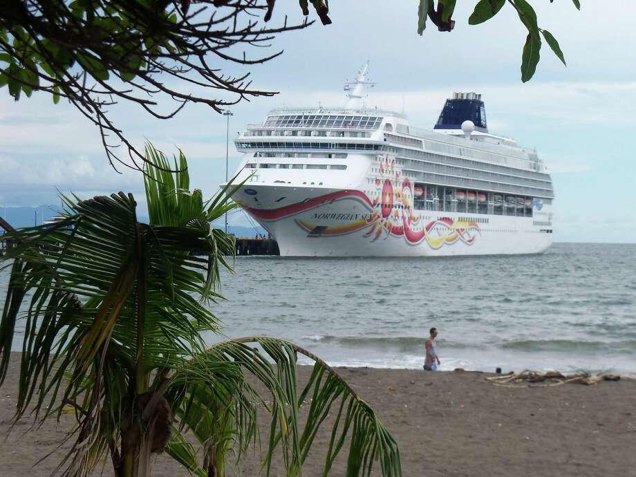 The cruise ship Norwegian Sun is docked for a shore day in Puntarenas, Costa Rica. Photo: Joe Kafka, STR / AP