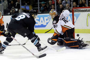Sharks use big second period to beat Ducks - Photo