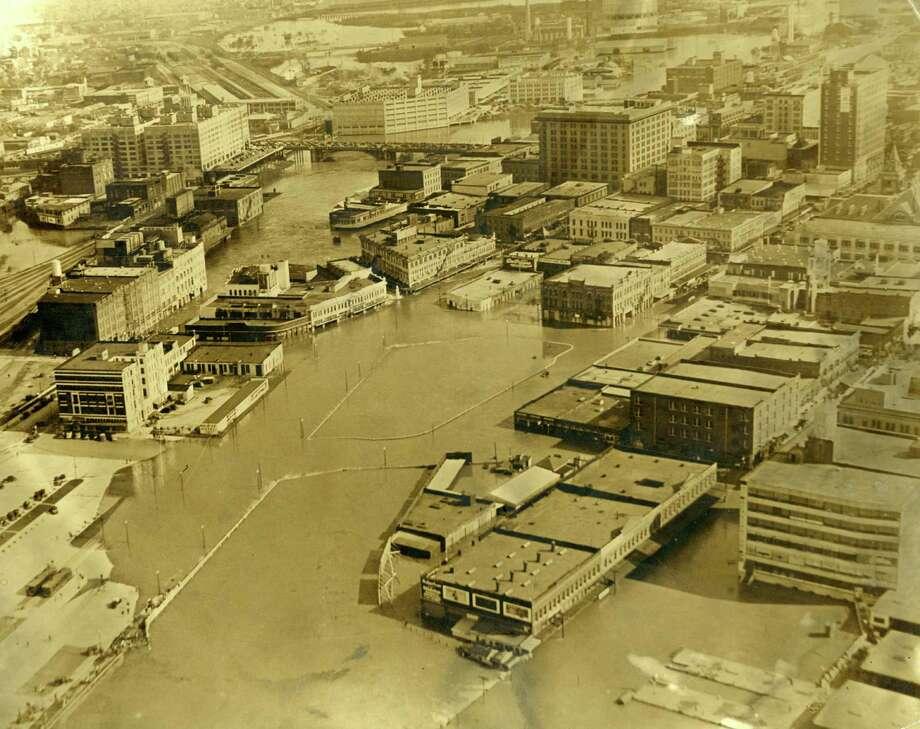 Downtown Houston after Buffalo Bayou flooding, 1935. Photo: Houston Press / Houston Chronicle