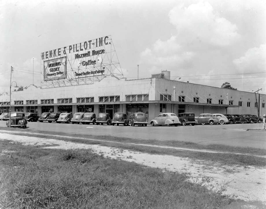 Nov. 1939: The South End store, 2800 Travis, of Henke & Pillot, an early Houston chain. Photo: Houston Chronicle / Houston Chronicle