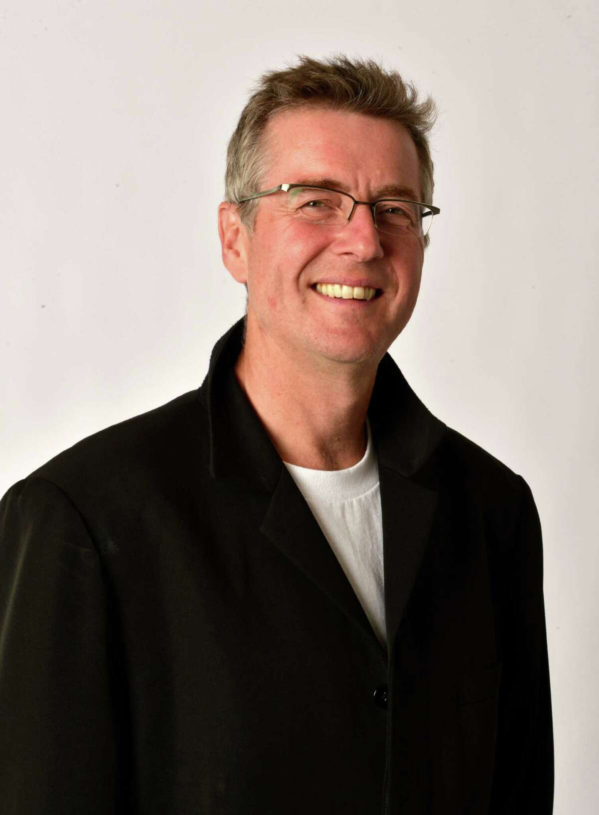 Paul Goodwin made his debut with the S.F. Sym phony.