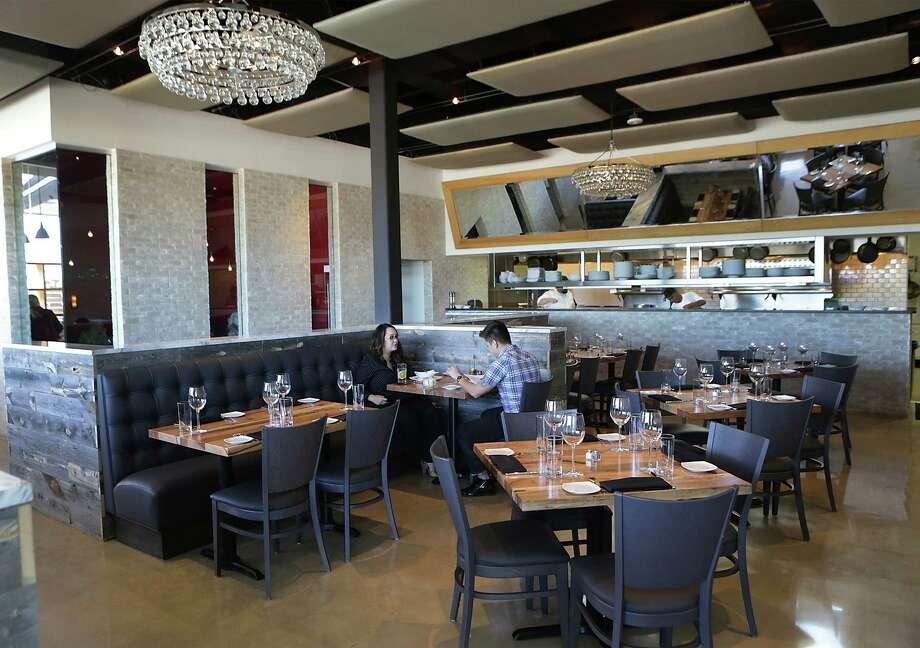 Silo Terrace Oyster Bar Photo: Bob Owen /San Antonio Express-News / © 2015 San Antonio Express-News