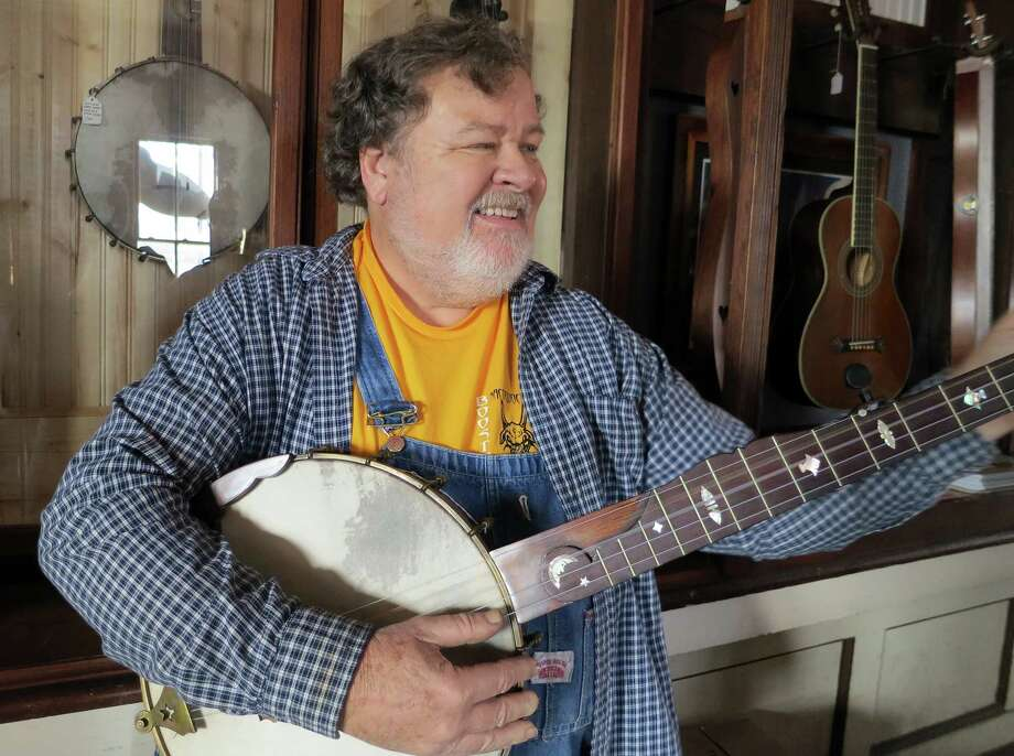 Steve Hartz worked in Houston after college, but soon returned to Nacogdoches, where he's built and played banjos for years. Photo: Joe Holley / Houston Chronicle
