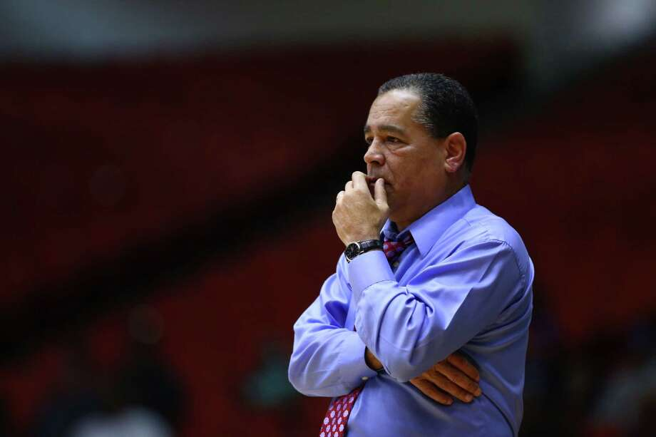 Kelvin Sampson has figured out how to win at every stop of his coaching career, and he vows to make UH successful. Photo: Marie D. De Jesus, Staff / © 2015 Houston Chronicle