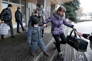 Ukrainians under fire in besieged Debaltseve, even while fleeing - Photo
