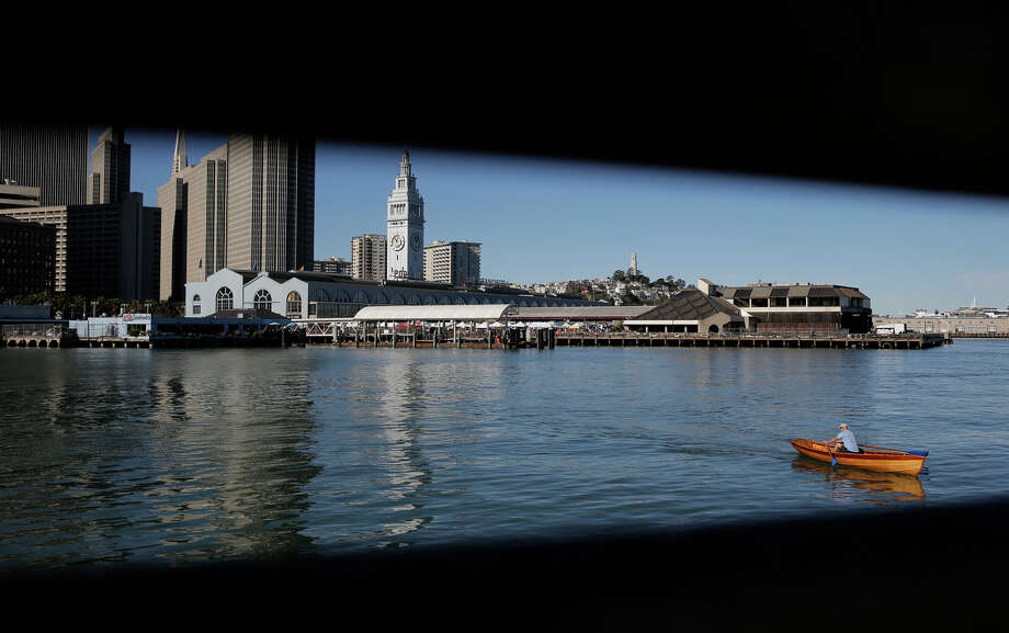 A boater enjoying the sunny weather as he paddles past the 14th Street pier along the Embarcadero in San Francisco, Ca. on Saturday Jan. 31, 2015. The city of San Francisco closes out the month of January 2015 without a drop a rain, which is the first time ever since records have been kept. Rain is forecast this upcoming weekend. Photo: Michael Macor / Michael Macor / The Chronicle / ONLINE_YES