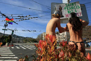 Nude protesters gather in S.F. to decry nudity ban - Photo
