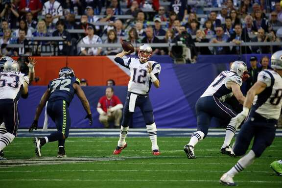 New England Patriots quarterback Tom Brady (12) passes the ball against the Seattle Seahawks during the first half of NFL Super Bowl XLIX football game Sunday, Feb. 1, 2015, in Glendale, Ariz. (AP Photo/Matt York)