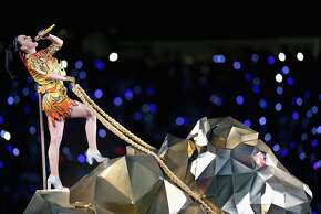 GLENDALE, AZ - FEBRUARY 01:  Recording artist Katy Perry performs onstage during the Pepsi Super Bowl XLIX Halftime Show at University of Phoenix Stadium on February 1, 2015 in Glendale, Arizona.  (Photo by Karl Walter/Getty Images)