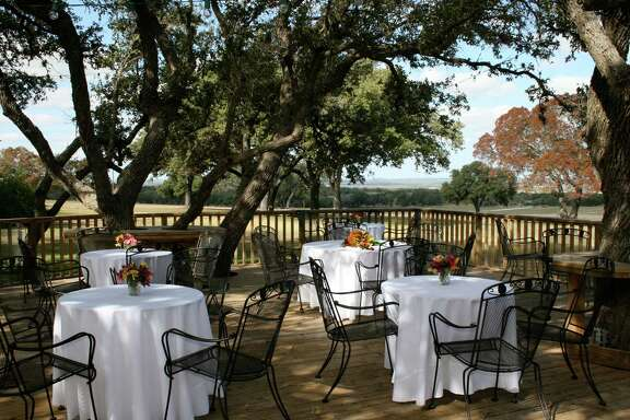 An outdoor setting sets the stage for lighter wines. Champagne and other sparkling wines and dry German rieslings will quench thirsts. Zinfandel and cabernet savignon pair well with meats.