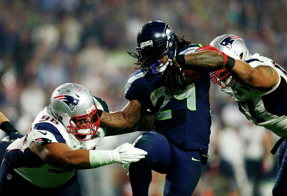 GLENDALE, AZ - FEBRUARY 01:  Marshawn Lynch #24 of the Seattle Seahawks avoids a tackle by  Sealver Siliga #96 of the New England Patriots in the third quarter during Super Bowl XLIX at University of Phoenix Stadium on February 1, 2015 in Glendale, Arizona.  (Photo by Christian Petersen/Getty Images) ORG XMIT: 534733749 Photo: Christian Petersen / 2015 Getty Images