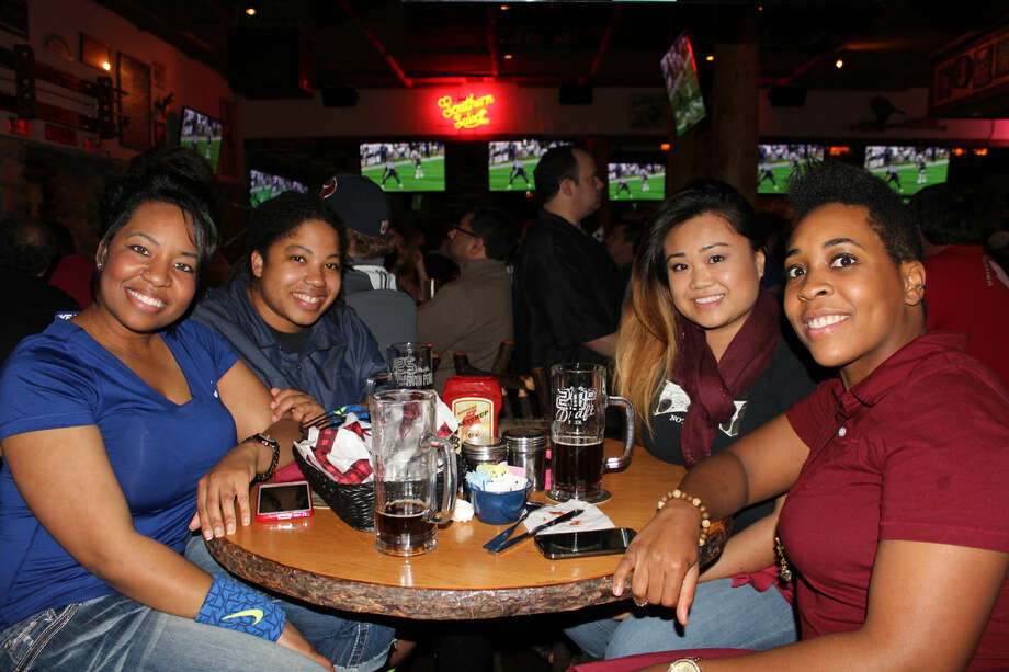 Super Bowl game at Twin Peaks Photo: Jorge Valdez/For The Houston Chronicle