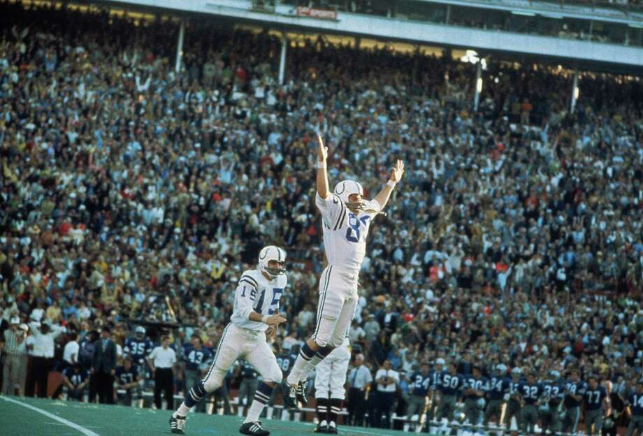 12. V, 1971: Colts 16, Cowboys 13A terribly sloppy game – the teams combined for 11 turnovers – came down to the wire, with Jim O'Brien (80) kicking a 32-yard field goal with 5 seconds left to give Baltimore. The Cowboy had a 13-6 lead with less than 8 minutes left only to give up 10 unanswered points. Photo: Focus On Sport, Chronicle Wire Services / 1971 Focus On Sport