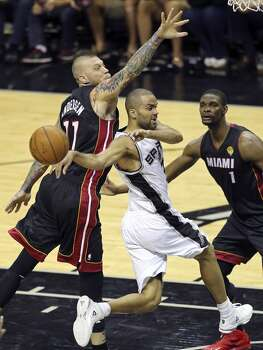 San Antonio Spurs' Tony Parker passes around Miami Heat's Chris Andersen as Chris Bosh looks on during first half action in Game 2 of the NBA Finals Sunday June 8, 2014 at the AT&T Center. Photo: Edward A. Ornelas, San Antonio Express-News