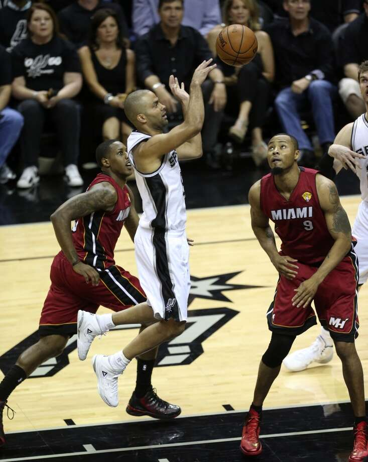San Antonio Spurs' Tony Parker passes the ball against Miami Heat's Rashard Lewis during the first half at the AT&T Center, Thursday, June 5, 2014. T Photo: Jerry Lara, San Antonio Express-News