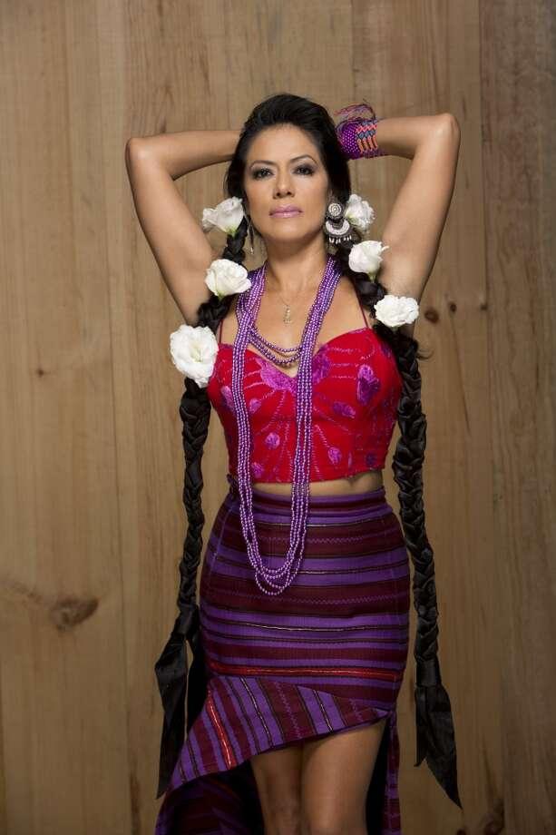 Lila Downs, quien lanza su proximo disco el 24 de marzo, es una cantautora de origen mexicano que interpreta sus propias creaciones en las que combina la música tradicional mexicana con la música popular. También incorpora influencias de los indígenas mexicanos e incluso ha grabado muchas canciones en dialectos indígenas, como el mixteco, el zapoteco, el maya, el náhuatl y el purépecha. La cantante se presentó en el House of Blues en agosto de 2014. Haz clic para ver las fotos del evento. Photo: Handout
