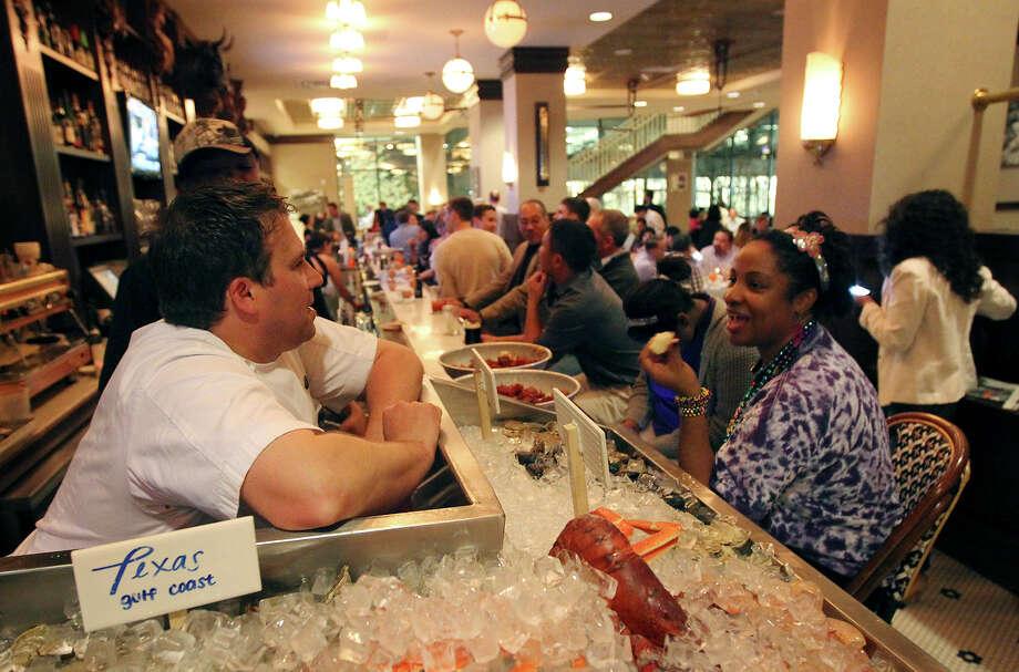 Diner Amy Batiste (right) chats with Lüke chef John Russ. Photo: Kin Man Hui /San Antonio Express-News / © 2012 San Antonio Express-News