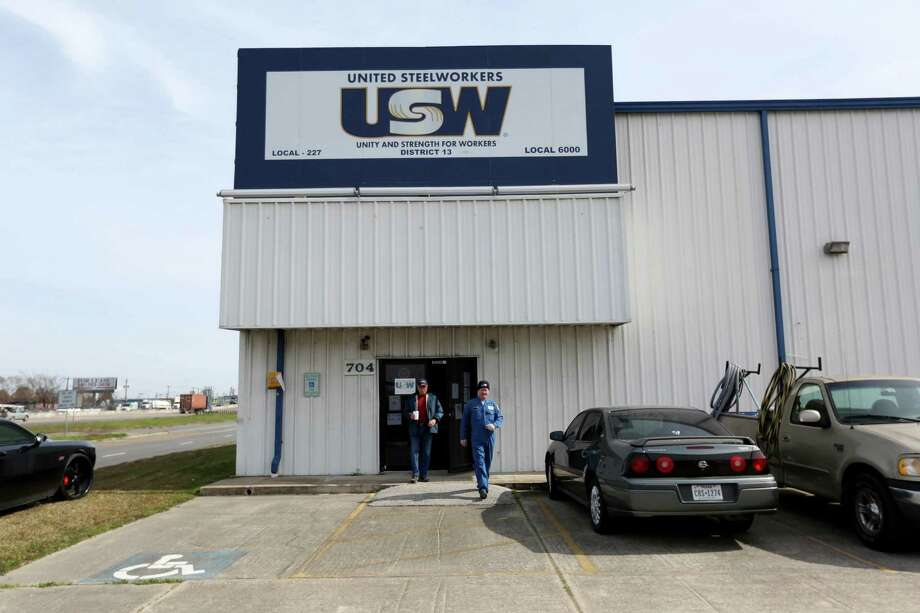 The United Steelworkers want talks to resume.  Photo: Gary Coronado, Staff / © 2015 Houston Chronicle