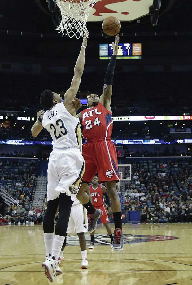 Atlanta Hawks guard Kent Bazemore (24) shoots against New Orleans Pelicans forward Anthony Davis (23) in the first half of an NBA basketball game in New Orleans, Monday, Feb. 2, 2015. (AP Photo/Gerald Herbert) ORG XMIT: LAGH105 Photo: Gerald Herbert / AP