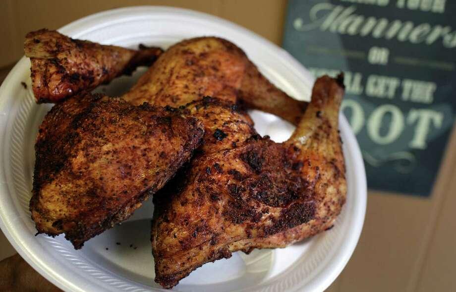 Chicken leg quarters at Big Bib BBQ. Photo: Bob Owen /San Antonio Express-News / rowen@express-news.net