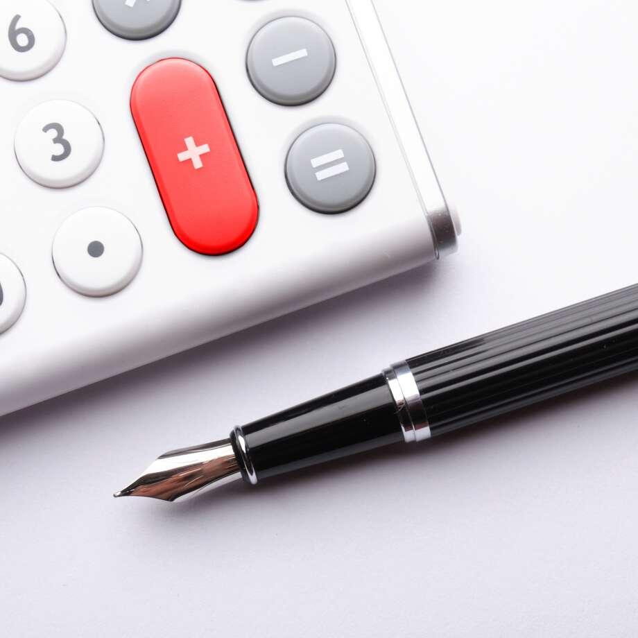 business calculation concept with modern white calculator / gunnar3000 - Fotolia