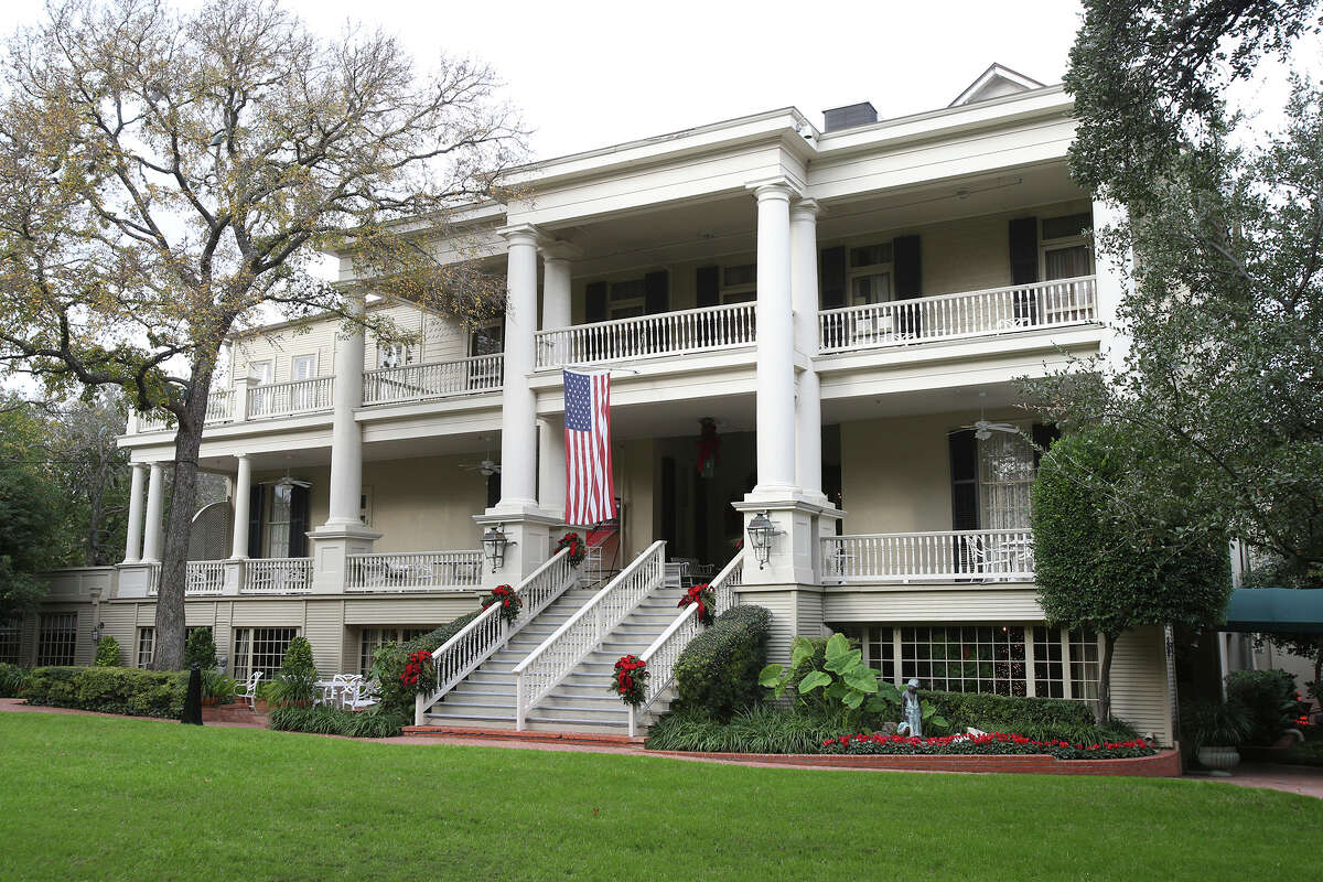The Argyle Club's stately entrance on Patterson Avenue.