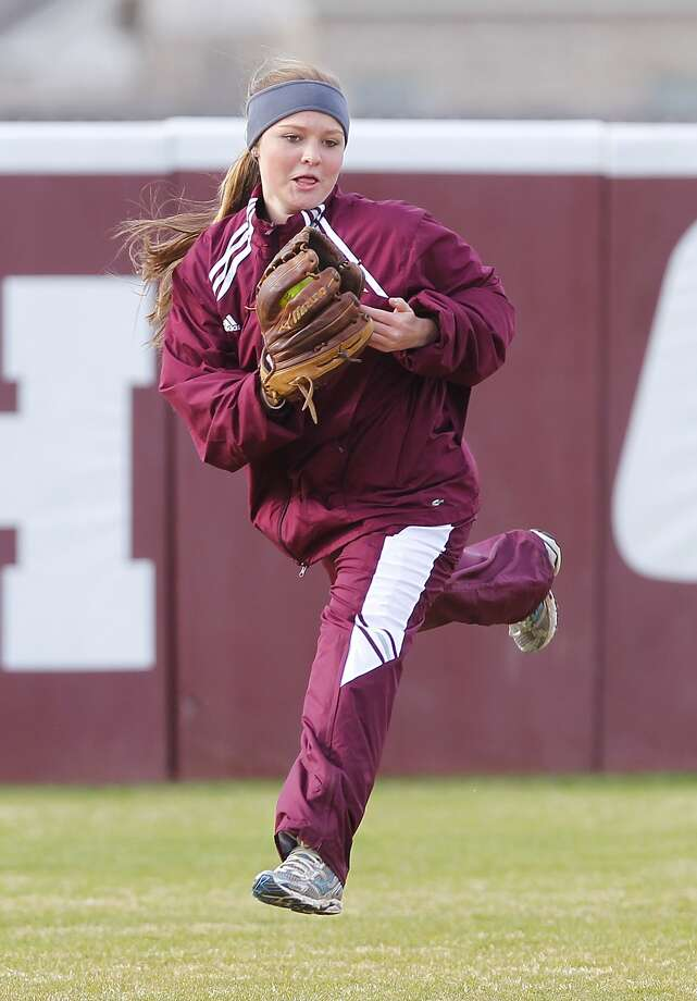 Cinco Ranch outfielder Karli Hamilton and the Cougars play at Seven Lakes Friday. Photo: Diana L. Porter, Freelance / © Diana L. Porter