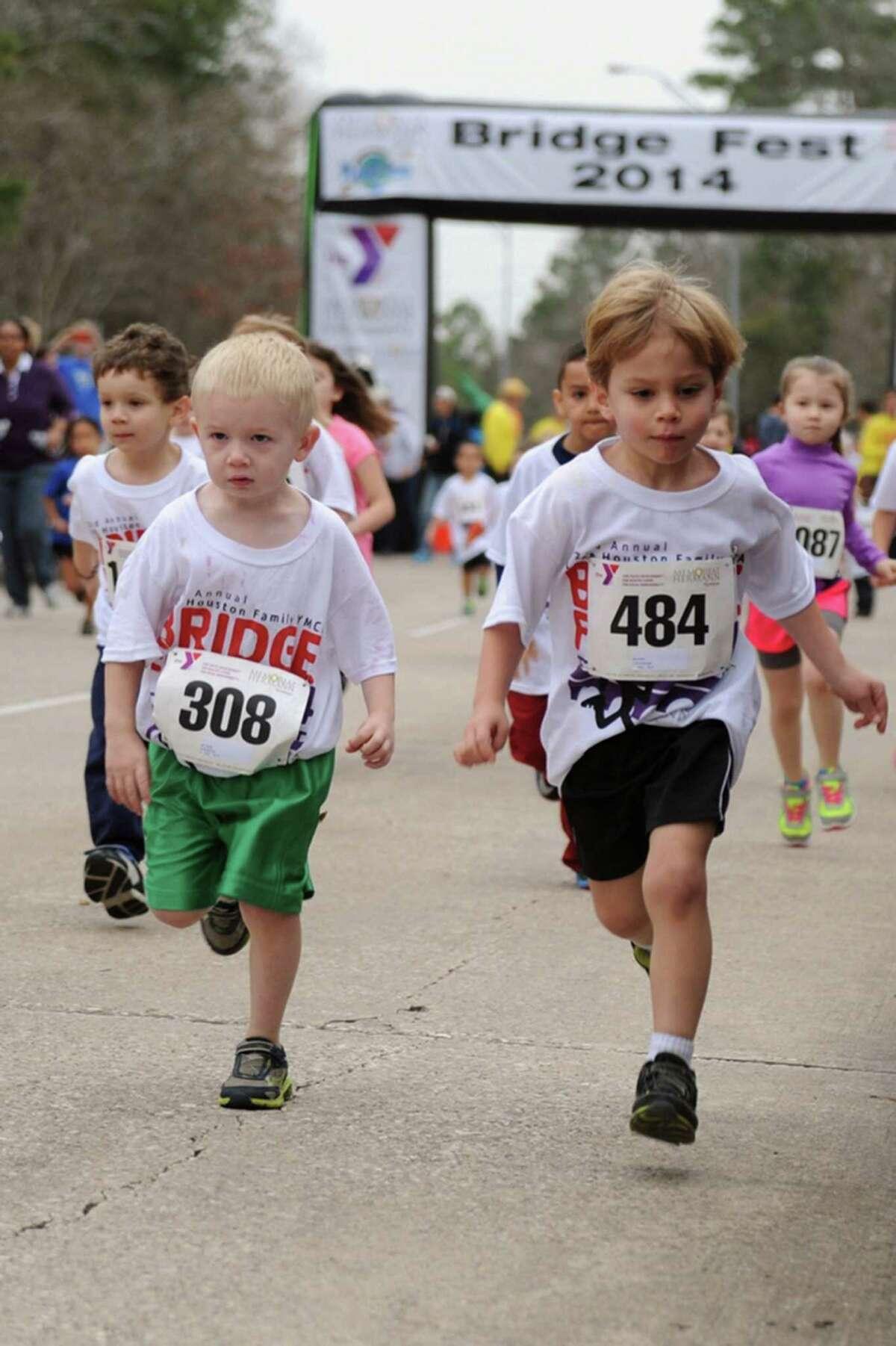 Kids participating in Bridgefest Run 2014,