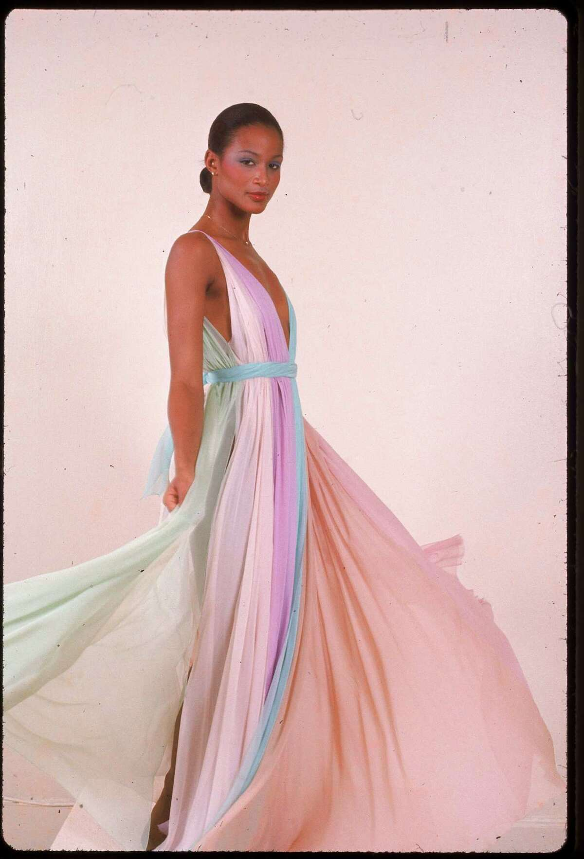 Beverly Johnson In 1974, Johnsonbecame the first African-American fashion model toappear on the cover of Vogue magazine.