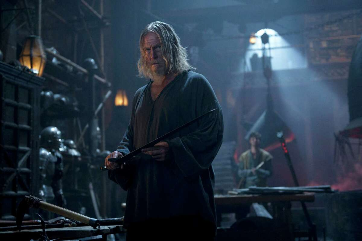 The knight Gregory (Jeff Bridges) aims to defeat the evil witch Mother Malkin (the Julianne Moore) in the fantasy film the