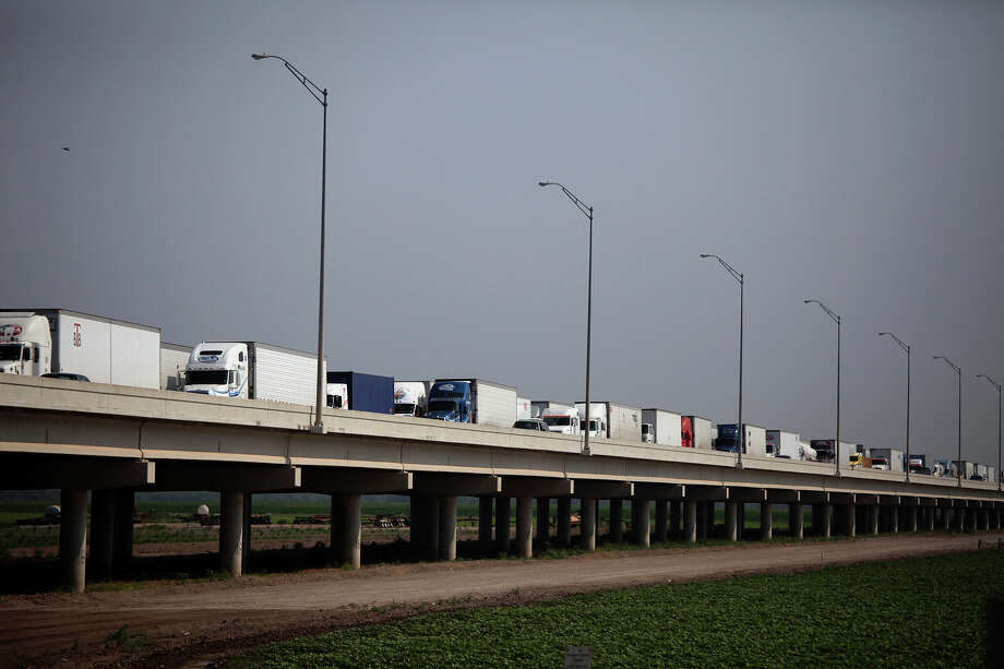 Trucks wait on the Pharr-Reynosa International Bridge to enter the United States and for their trucks and loads to be inspected by federal agriculture specialists. Photo: Express-News File Photo / SAN ANTONIO EXPRESS-NEWS