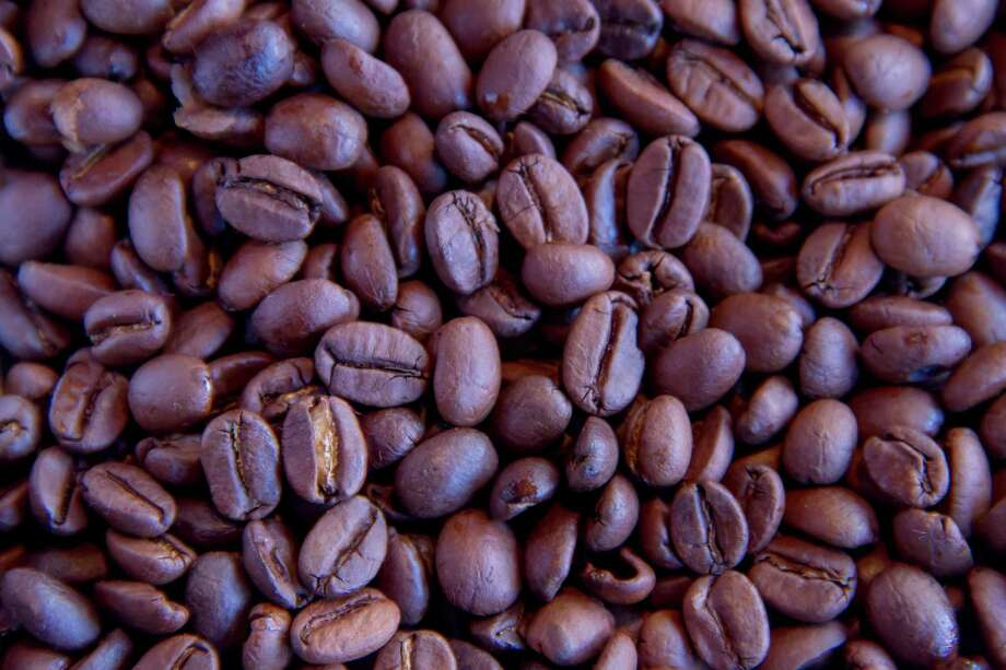 A study published today in Proceedings of the National Academy predicts climate change coupled with a decrease in the global bee population could reduce coffee production in some Latin American regions by up to 88 percent by 2050 – a figure 46-76 percentage points higher than previous global assessments. Photo: Dethan Punalur, Getty Images / (c) Dethan Punalur